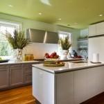 ห้องครัวแสนเรียบง่าย เน้นโทนสีธรรมชาติ และใช้งานจริงได้อย่างสะดวกสบาย
