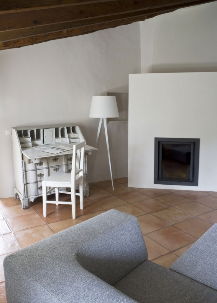 Rustic-House-La-Finca-by-UXUS-11-736x1024
