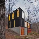 บ้านสวยกลางป่า สไตล์โมเดิร์นสีดำ เหมือนตู้คอนเทนเนอร์มาซ้อนกันได้ลงตัว