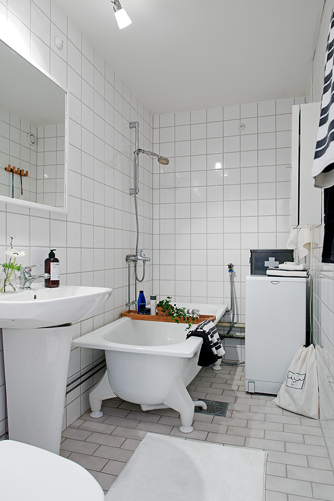 Bathroom-With-Ivory