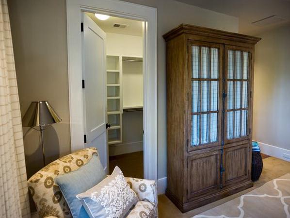 Master-Suite-Bedroom-of-HGTV-Dream-Home-2013_09