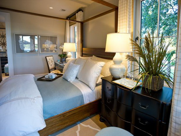 Master-Suite-Bedroom-of-HGTV-Dream-Home-2013_12
