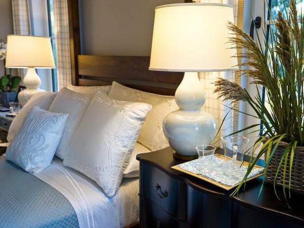 Master-Suite-Bedroom-of-HGTV-Dream-Home-2013_17