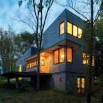 บ้านก่ออิฐสามชั้นกลางป่าใหญ่ แต่ภายในตกแต่งแบบโมเดิร์น ต่างจากภายนอกสิ้นเชิง