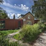 บ้านอิฐเก่าสีแดงอายุเกือบร้อยปี แต่งเติมความเป็นโมเดิร์นทั้งภายนอกและภายใน