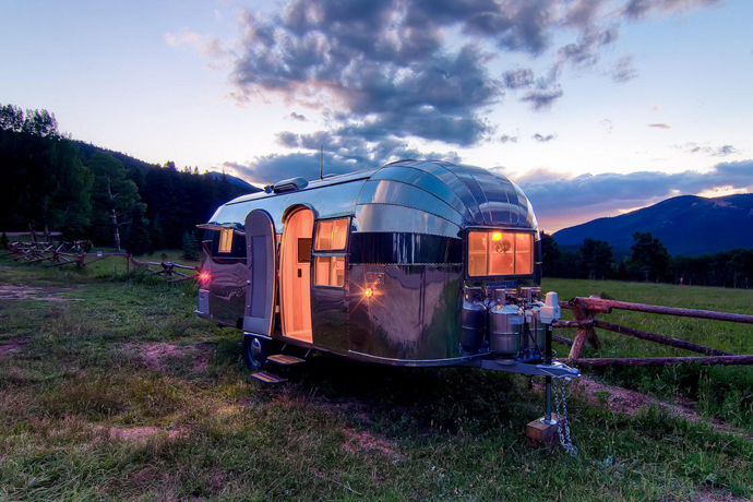Airstream-Flying-Cloud-Travel-Trailer-designrulz-27