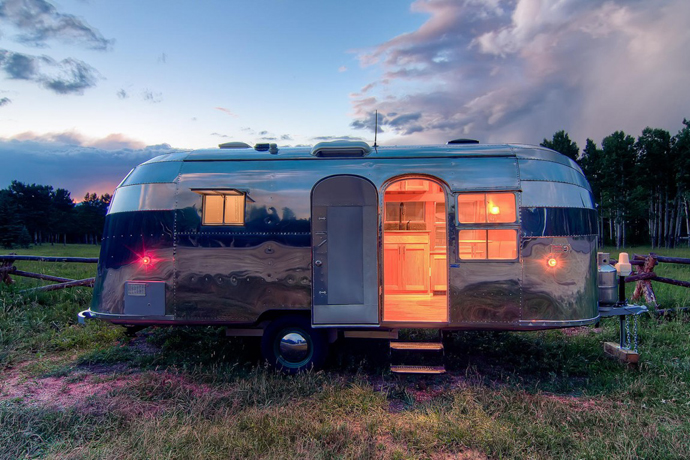 Airstream-Flying-Cloud-Travel-Trailer-designrulz-28