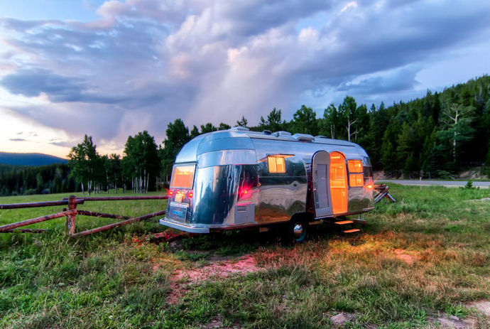 Airstream-Flying-Cloud-Travel-Trailer-designrulz-29