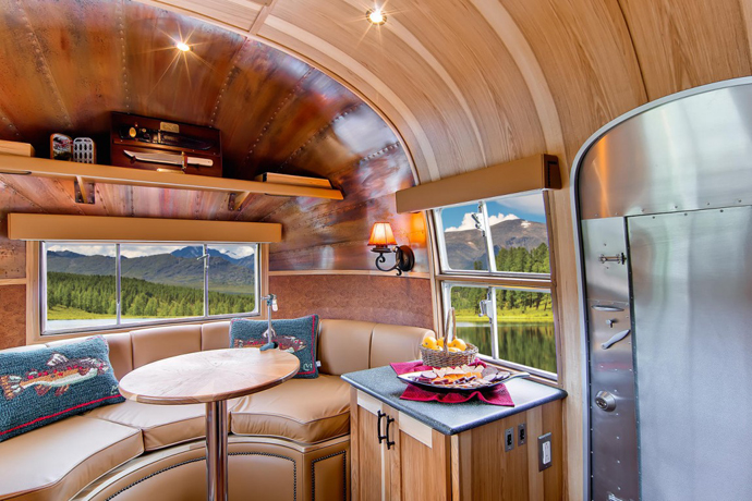 Airstream-Flying-Cloud-Travel-Trailer-designrulz-36