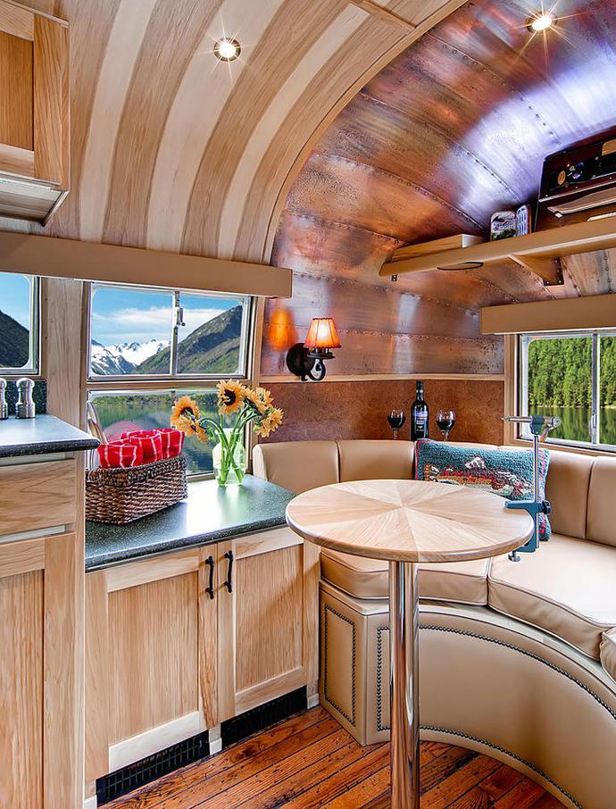 Airstream-Flying-Cloud-Travel-Trailer-designrulz-37