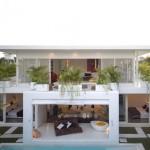 แบบบ้านโมเดิร์นสองชั้น สีขาวเรียบสำหรับพักผ่อน ในบรรยากาศธรรมชาติอันเงียบสงบ