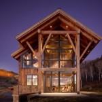 แบบบ้านโครงสร้างไม้สองชั้น หลังคาหน้าจั่ว ติดกระจกใสเพื่อความโปร่ง