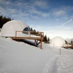 รีสอร์ทสวยแบบกระท่อมชาวเอสกิโม กลางภูเขาหิมะในประเทศสวิตเซอร์แลนด์