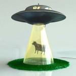 โคมไฟเอเลี่ยนจับวัว โคมไฟแหวกแนวดีไซน์เก๋ สำหรับคนชอบความแตกต่าง