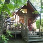 แบบบ้านกระท่อมไม้หลังเล็ก ท่ามกลางบรรยากาศธรรมชาติ สดชื่นน่าอยู่