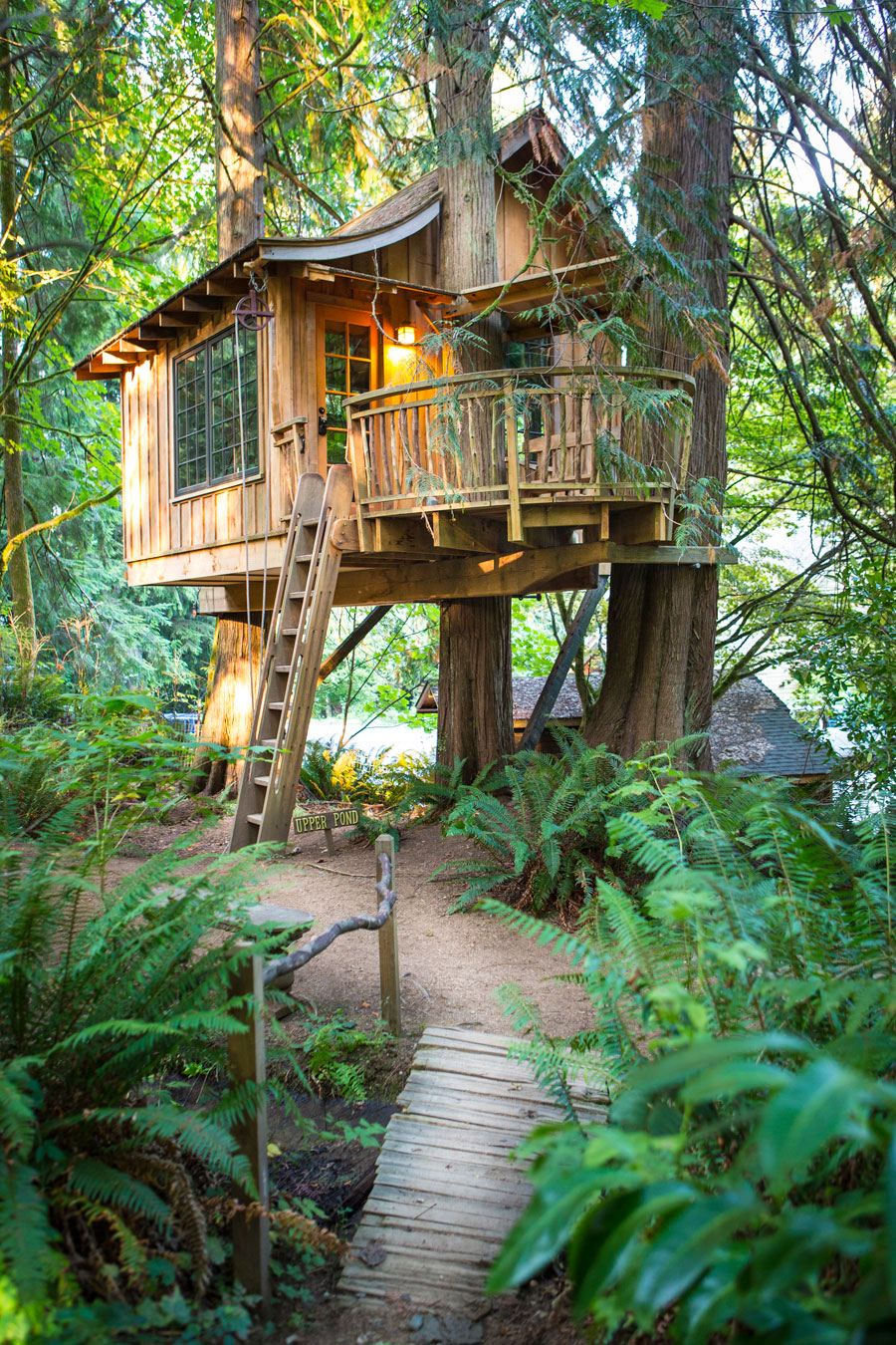 classic cottage wooden treehouse (7)
