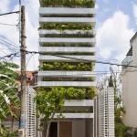 แบบบ้านทาวน์เฮาส์ความสูงกว่า 20 เมตร ปลูกต้นไม้เพิ่มพื้นที่สีเขียวในทุกชั้น