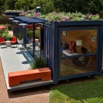 แบบบ้านแปลงโฉมจากตู้คอนเทนเนอร์ ตกแต่งภายในดูดี มีสวนสวยบนหลังคา