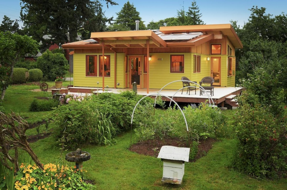 small wood eco house (11)