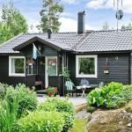 บ้านกระท่อมสีดำหลังเล็ก ออกแบบได้เรียบง่าย ดูน่ารักสบายตา