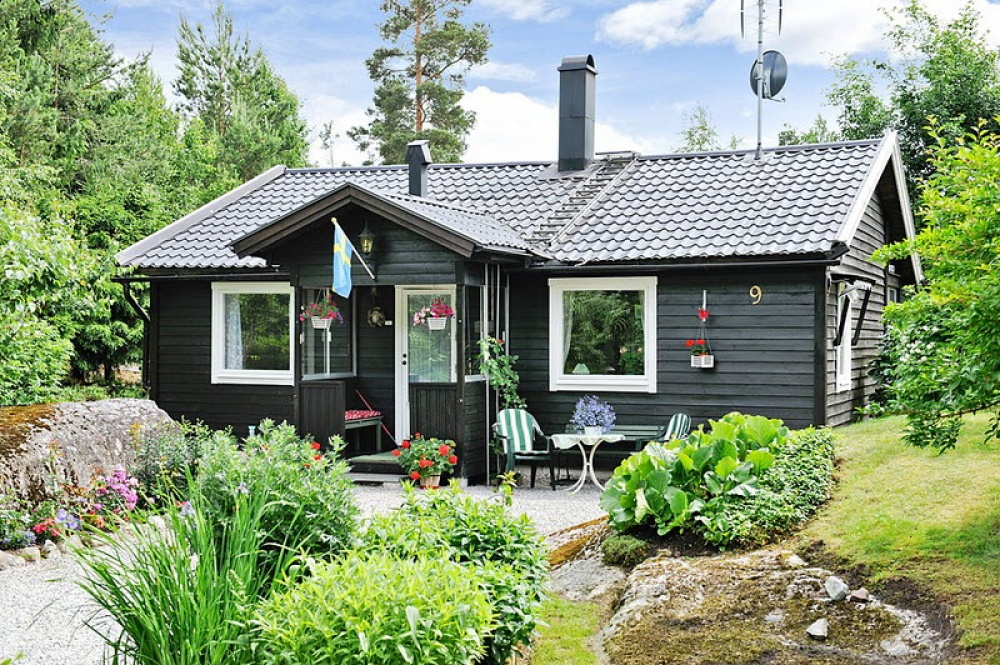 black small vintage cottage house landyard garden naibann (3)