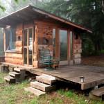 บ้านกระท่อมไม้ทรงเพิงหมาแหงน หลังเล็กน่ารัก ดูสวยงามเป็นธรรมชาติ