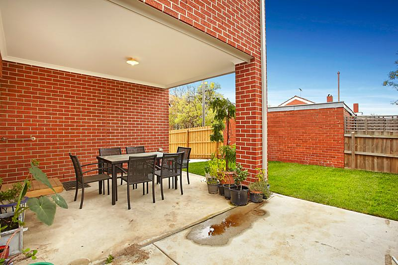 classic brick house 5 bedrooms (1)