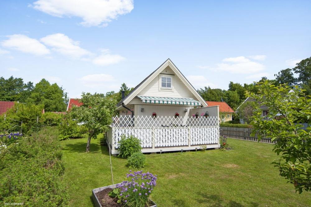 cottage vintage house garden naibann (11)