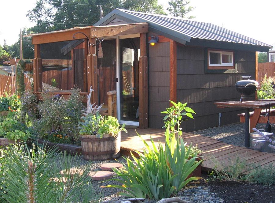 cottage wood in garden (1)