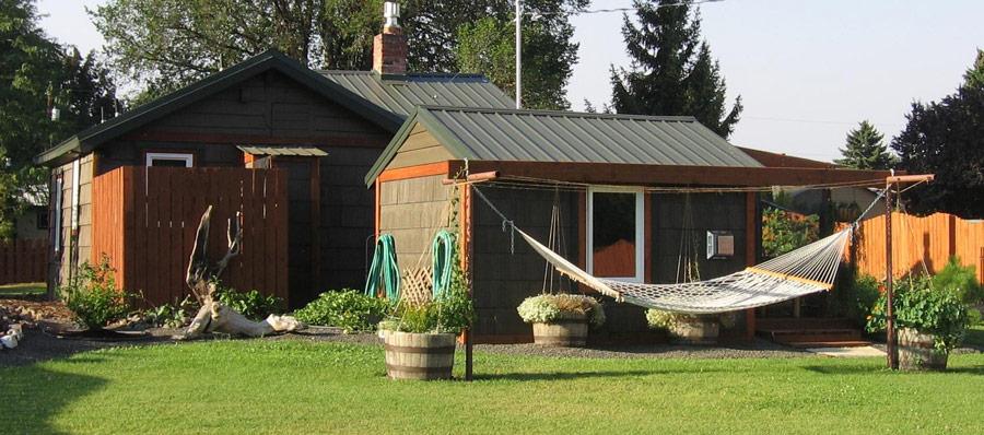 cottage wood in garden (7)