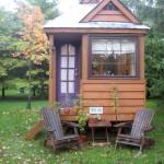 บ้านกระท่อมไม้หลังเล็กน่ารัก จัดสรรพื้นที่ภายในอย่างครบครัน อาศัยอยู่ได้จริง
