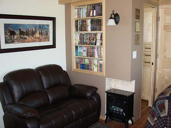 mini wood cottage living house (1)