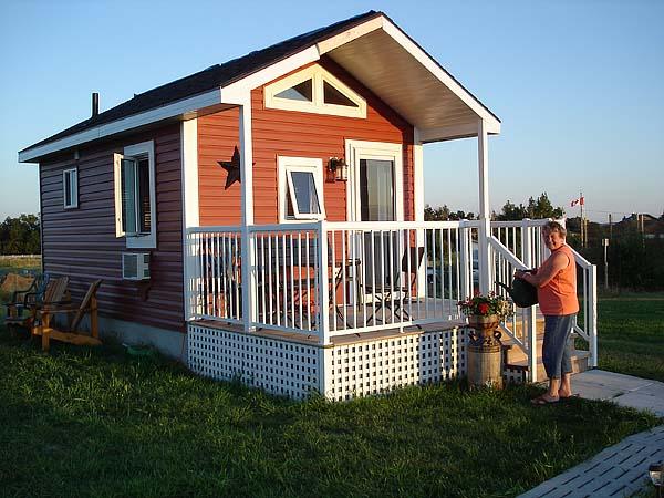 mini wood cottage living house (9)