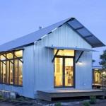 แบบบ้านชีวิตเรียบง่าย ออกแบบหลังคาหน้าจั่ว ดูสวยด้วยเมทัลชีทและกระจก