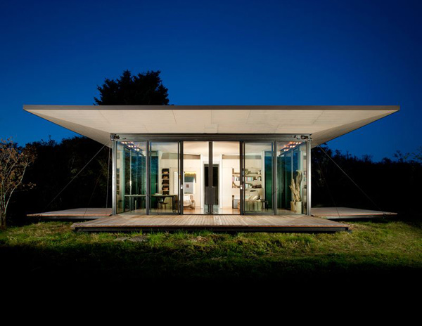 modern glass house with wood (10)