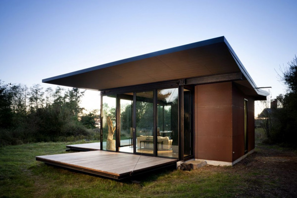 modern glass house with wood (4)
