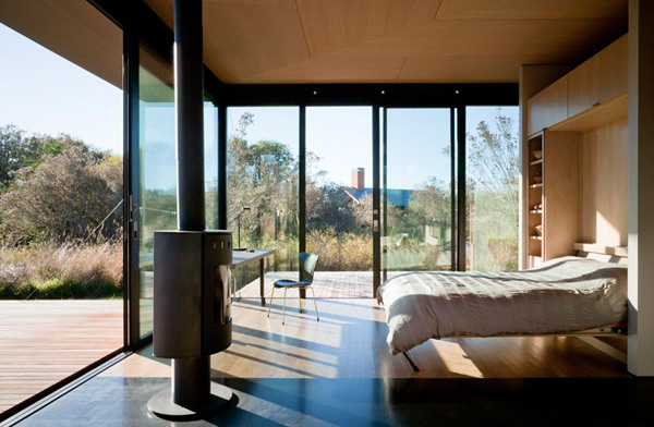 modern glass house with wood (8)