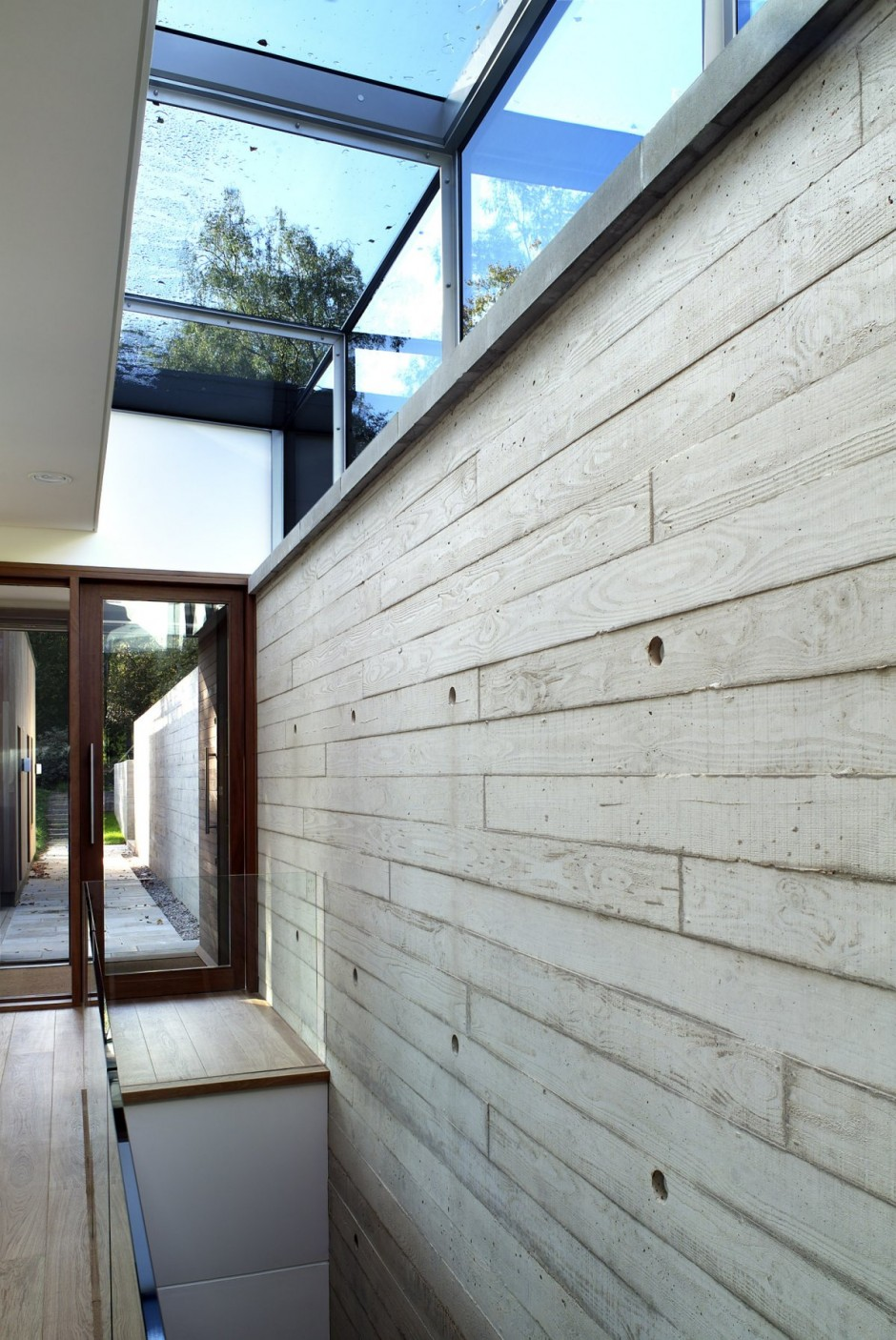 modern house in beautiful garden (15)