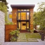 บ้านไม้ทรงทาวน์เฮาส์ ออกแบบแนวโมเดิร์น ผสมผสานความเป็นธรรมชาติร่มรื่น
