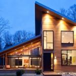 บ้านสองชั้นสไตล์โมเดิร์น สร้างจากไม้และกระจก ตกแต่งได้อย่างลงตัวทันสมัย