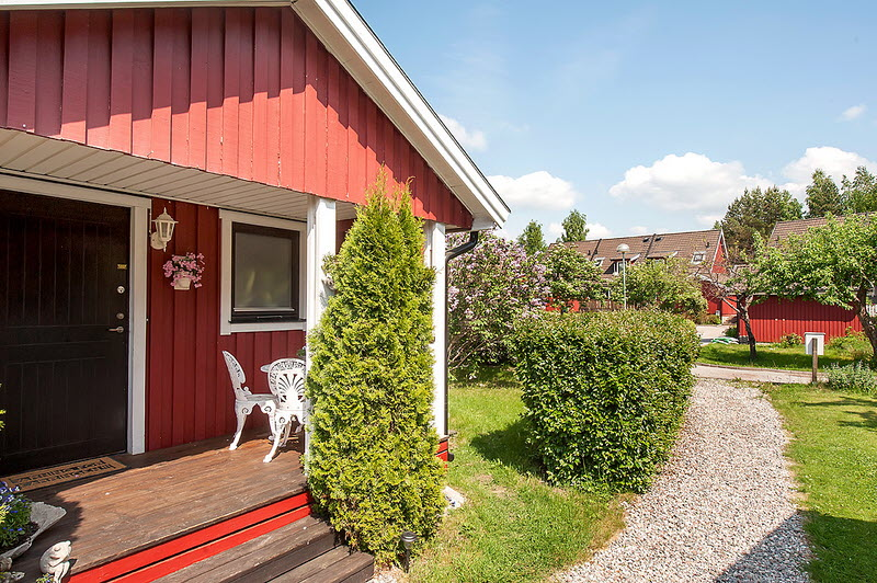 red cottage vintage small house naibann (6)