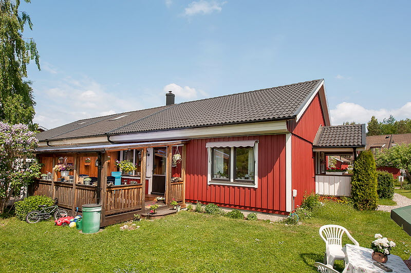 red cottage vintage small house naibann (9)