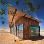 แบบบ้านไม้หลังเล็ก สร้างจากไม้เก่ามุงสังกะสี แต่ตกแต่งดูสวยงามโมเดิร์น