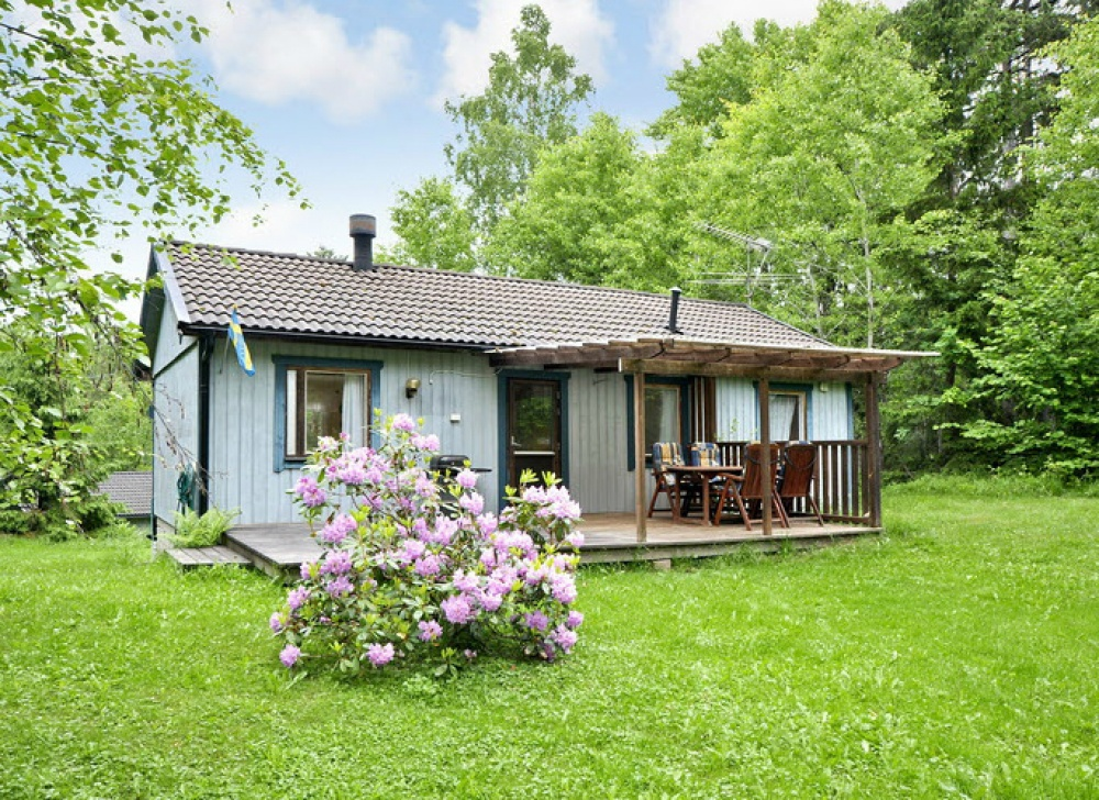 small cottage forest classic sweden naibann (4)