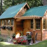 แบบบ้านไม้หลังคาหน้าจั่ว ขนาดเล็กกำลังพอดี ดูน่ารักและมีความสุข