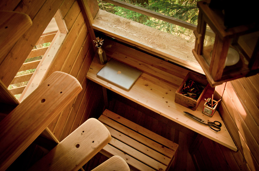 small wood treehouse canada (3)