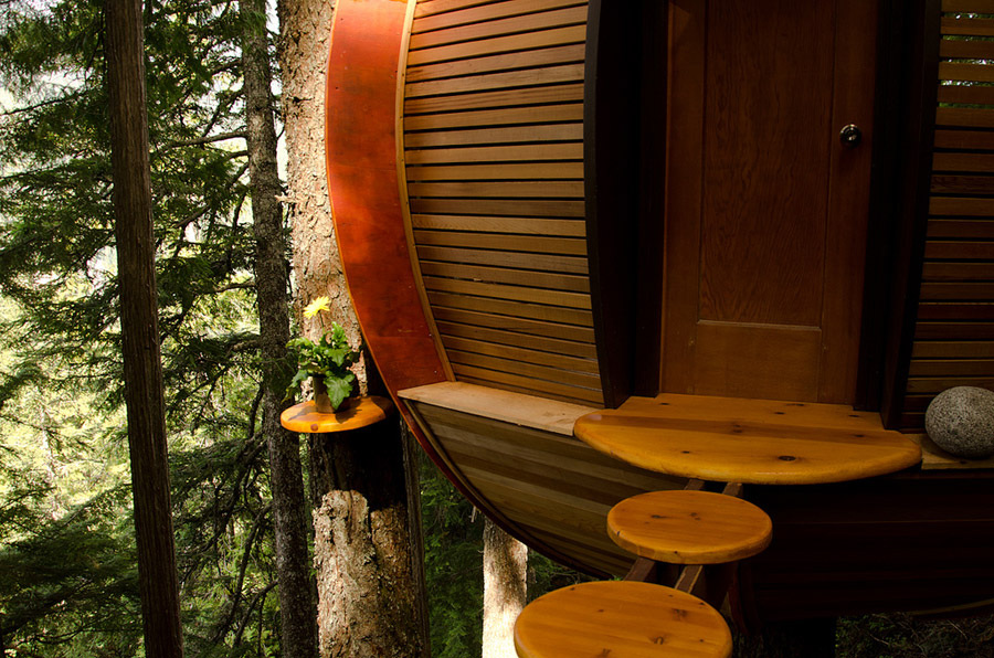 small wood treehouse canada (6)