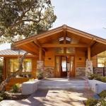 บ้านไม้ที่ออกแบบได้อย่างดี ตกแต่งภายในหรูหรา ทำให้น่าอยู่อาศัยมาก