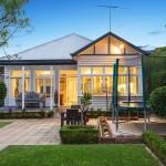 แบบบ้านไม้ชั้นเดียวแนววินเทจ ออกแบบอย่างสวยงาม มีพื้นที่สวนสีเขียวรอบบ้าน