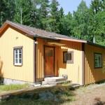 บ้านกระท่อมไม้หลังเล็ก ดูสดใสมีความสุข ท่ามกลางบรรยากาศธรรมชาติ